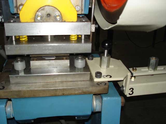 Balancín, matriz, guias para perforado